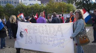 Pegida-demonstratie op 9 oktober 2016 bij de Koekamp in Den Haag. Foto's: Oscar Brak