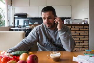 Fotograaf, Correspondentlid én deelnemer aan het project 'Nieuw in Nederland' Marieke Viergever fotografeerde de Syriër Omar Sbeibi uit Den Bosch in voorbereiding en tijdens de hereniging met zijn gezin.