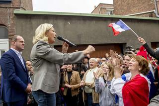 Marine le Pen geeft een speech in Henin-Beaumont tijdens de inhuldiging van Steeve Briois op 14 september, 2014. Foto: Philippe Huguen / AFP