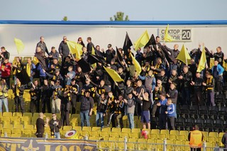 Supporters van FC Sheriff uit de Transnistrische hoofdstad Tiraspol tijdens de thuiswedstrijd tegen FC Academia uit de Moldavische hoofdstad Chisinau.