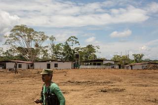 Ex-strijders wonen samen in transitiezones waar ze hun wapens neerleggen en hun re-integratie beginnen. Foto's: Gabriel Corredor