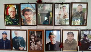 Foto's van gevallen strijders in de bases van bataljon 8, even buiten Marioepol