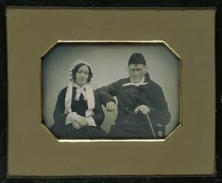 Portret van Mr. Andreas Mülbracht en zijn echtgenote Dorothea Catharina Machtelde Mülbracht-Lax te Goch, ca 1845 - 1860. Foto: Carl Rensing / Rijksmuseum