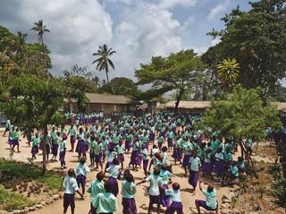 Freretown Community Primary School, Mombasa, Kenya. Uit de serie Playgrounds van fotograaf James Mollison. Courtesy Flatland Gallery, Amsterdam.