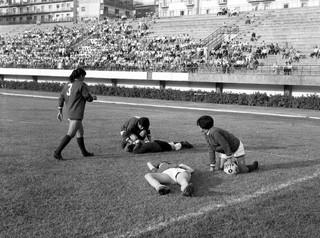 De halve finale van de vrouwenwereldbeker in Napels, 1970. Foto: Popperfoto / Getty