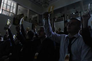 Congresleden stemmen over de oprichting van de extreemrechtse politieke partij 'Nationaal Korps.' Foto: Sergii Kharchenko / Getty