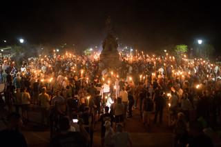 Nationalistische activisten verzamelen zich rondom het standbeeld van Thomas Jefferson. 11 augustus, 2017. Foto: Zach D Roberts / HH