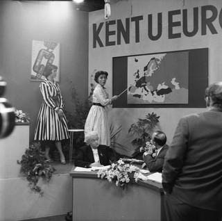 Kent u Europa? Een door Theo Erdmans gepresenteerde quiz, 1958. Foto: Nederlands Instituut voor Beeld en Geluid / Getty
