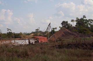 Goudwinning aan de rand van het bos. Foto: Rochi León (voor De Correspondent)
