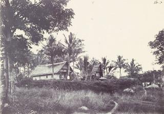 Versterkte woning van een slavenhouder te Kalosi, 1905. Foto: A.C. Kruijt / Leiden University Library