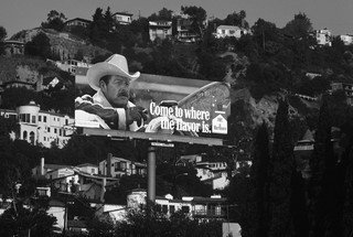 Een billboard van Marlboro in een woonwijk in West Hollywood, 1979. Foto: Robert Landau / Corbis via Getty Images
