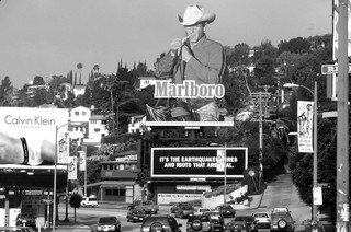 Billboard voor Marlboro in Los Angeles, 1997. Foto: Gilles Mingasson / Getty Images