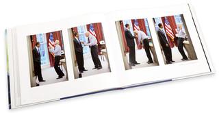 Drie keer in het boek is er een sequentie zoals hierboven te zien. Foto's: Pete Souza
