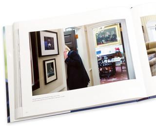 Op 10 november 2016 gaf Obama een rondleiding aan Trump door het Witte Huis. Pete Souza volgde hen - uiteraard. Heel veel meer Trump dan dit is er niet te zien in het boek. Foto's: Pete Souza