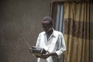 This is Thomas Ali listening to a news broadcast on the radio. Juba, South Sudan. Photos by Charles Lomodong for De Correspondent