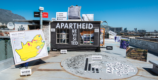 De 'home' van Apartheid Revisited, gebouwd door Afdeling Buitengewone Zaken.