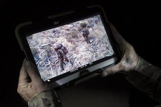 De militie plaatst geheime camera's om inzicht in de routes van illegale immigranten en smokkelaars te krijgen.