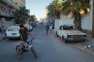 De straat in Aden waar in januari gevechten uitbraken tussen de zuidelijke rebellen en het regeringsleger. Foto: Andreas Staahl (voor De Correspondent)