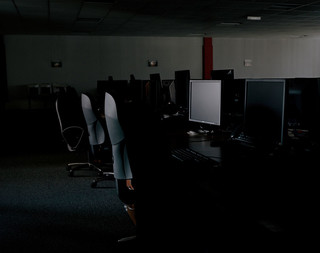 Deze ruimte met 300 werkplekken in het SafeHost-gebouw staat altijd klaar om gebruikt te worden, zodat een klant de werkzaamheden kan voortzetten tijdens een datalek bijvoorbeeld. Er zijn een cafetaria, conferentieruimte, printers en telefoons beschikbaar. Binnen een paar uur kunnen alle werkzaamheden hervat worden.