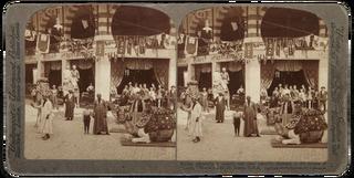 """Kamelen en mensen in de straten van """"Cairo"""" op de Wereldtentoonstelling in St. Louis. Foto: Underwood & Underwood"""