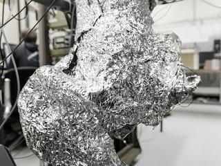 Onderzoek naar zogeheten donkere materie, waarvan wetenschappers denken dat het samen met donkere energie 95 procent uitmaakt van alle materie in het universum. Uit het fotoboek 'Universe - Facts in the post-truth era' door Jos Jansen.