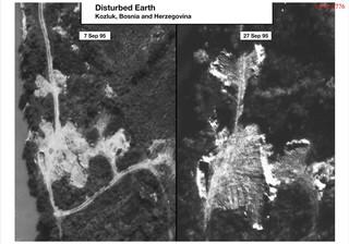 Bewijsmateriaal afkomstig uit het boek met foto's – van onder andere de opgravingen van de massagraven – dat Jean-René Ruez samenstelde voor de rechtszaak tegen Ratko Mladic. Links zien we het massagraf voorafgaand aan heropgraving, en rechts de opnieuw omgewoelde aarde.  Foto: CIA / ICTY