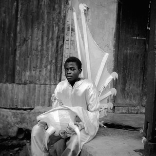 Zèl Maturin, The Wings of Mathurin, 1995. Uit de serie Kanaval door Leah Gordon.