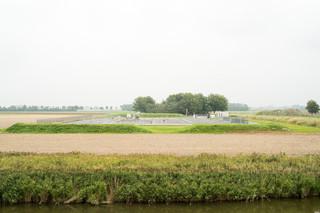 Fotograaf David Vroom ging voor De Correspondent op pad in Groningen langs verschillende locaties waar actieve en inactieve boorputten te vinden zijn.