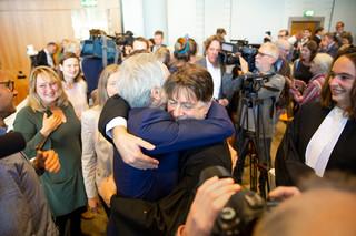 Blijdschap na het vonnis deze dinsdag in het Paleis van Justitie in Den Haag. Foto: Urgenda, Chantal Bekker