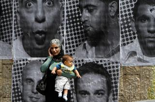 Portretten van Palestijnen door JR in Ramallah. Foto: Mohamad Torokman / ANP