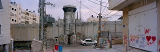Grens en wachttoren in  Oost-Jerusalem. Foto: Kai Wiedenhöfer, januari 2018