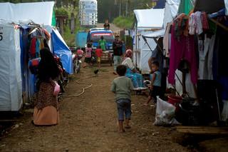 Opvangkamp in de buurt van Marawi. Zo'n 60.000 voormalige bewoners van Marawi hebben nog altijd geen huisvesting. Foto: Andreas Staahl, 23 september 2018