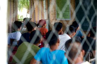 Ex-strijders van verschillende extremistische strijdgroepen volgen een opleiding tot timmerman, als onderdeel van een programma voor hun terugkeer in de maatschappij. Foto: Andreas Staahl, Maguindanao, 26 september 2018.