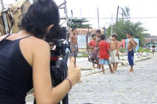 Jongens uit de favela Cidade de Deus ('Stad van God') worden gefilmd voor de documentaire O Outro Lado do Outro'. Foto: Kurt Shaw