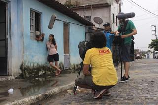 Rita da Silva in gesprek met een van de wijkmoeders in de favela Cidade de Deus ('Stad van God') bij Rio de Janeiro. Foto: Kurt Shaw