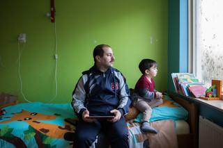 Mahmoud en zijn zoon Jamaan. Foto: Tryntsje Nauta (voor De Correspondent)