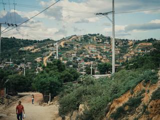 El Talento (een buurt aan de rand van Cúcuta), Colombia, 2018. Veel Venezolanen die in Colombia aankomen hebben weinig geld en middelen en wonen in geïmproviseerde huizen buiten de stad. Foto: Greg Kahn