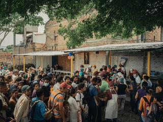 Een kerk in Cúcuta, Colombia, 2018. De kerk serveert dagelijks lunch aan honderden gevluchte Venezolanen. Foto: Greg Kahn