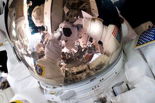 Een selfie van astronaut Scott Kelly, 28 oktober 2015. Bron: NASA