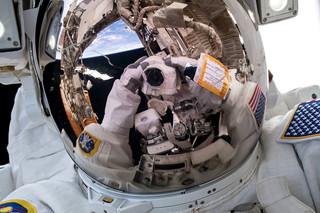 Selfie van astronaut Ricky Arnold, 29 maart 2018. Bron: NASA