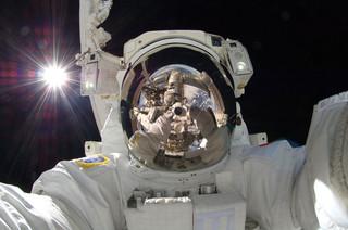 Selfie van Aki Hoshide, 18 september 2012. Bron: NASA