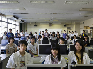 Uit de serie Classroom Portraits (2004-2015) van Julian Germain. Niveau 4 van de middelbare school Koishikawa in Tokio, Japan. International Studies, 7 september 2009.