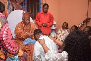 Op bezoek bij de traditionele leider van het Iyede-koninkrijk, His Royal Mayesty (Dr.) Ogheneovo Ekwe II JP. Foto: Sunny Ofehe Media Team