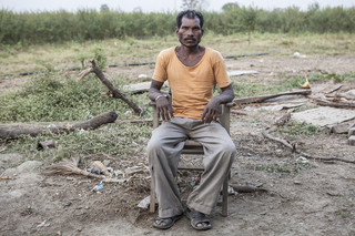 Katoenboer uit Tiwasa, Vidarbha, India. Uit de serie 'Graves of Cotton' door Fernando Del Berro.