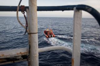 De bemanning van de Sea-Watch 3 maakt een testrit met de motorboot, 6 juni 2018. Foto: Erik Marquardt