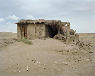Onderzoek naar de droogte en branden XIII: Gansu Provincie, China, 2007. Uit de serie 'A history of the future' van Susannah Sayler en Edward Morris.