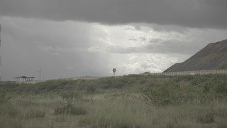 Muur rondom de North Mara-mijn. Beeld: Forbidden Stories