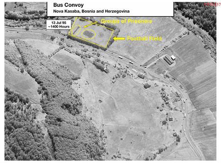 Bewijsmateriaal afkomstig uit het boek met foto's – van onder andere de opgravingen van de massagraven – dat Jean-René Ruez samenstelde voor de rechtszaak tegen Ratko Mladic. Foto's: CIA / ICTY
