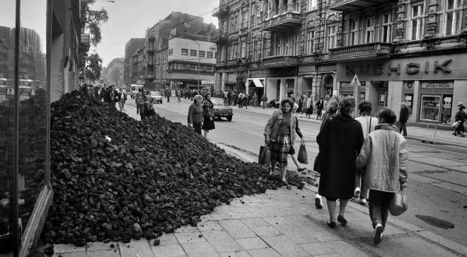 Polen ziet investeren in fossiele brandstoffen als oplossing voor het klimaatprobleem. Foto: Gliwice in Polen, 16 april 1989, Hollandse Hoogte