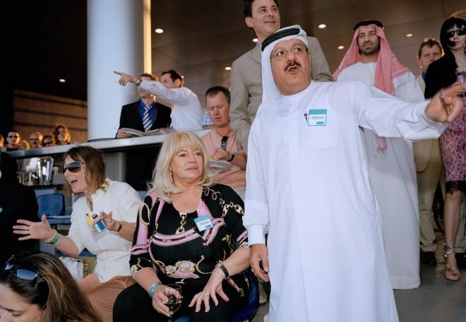 Het WK paardenraces in Dubai in 2007. Fotograaf Martin Parr maakte er een serie over het uiterlijk van rijkdom. Foto: Martin Parr/Magnum Photos/HH